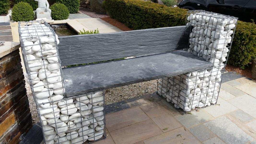 banc gabion avec assise en schiste bleu noir carri res yvoir. Black Bedroom Furniture Sets. Home Design Ideas